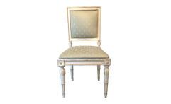 Quattro sedie in legno laccato bianco