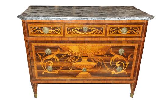 Cassettone con piano in marmo lastronato in palissandro ed intarsiato in legni vari