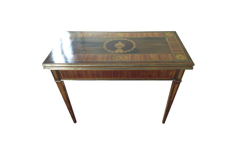 Tavolino da gioco lastronato in legno di rosa