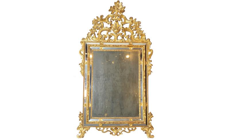 Specchiera in legno intagliata e dorata con specchi laterali